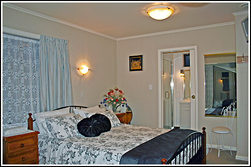 Queen bed accommodation in Napier, New Zealand